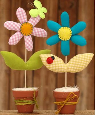 Make It: Fabric Flowers - Free Pattern & Tutorial (Page needs translating, but simple instructions. Perfect for Mother's Day!)