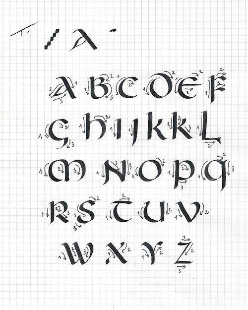 Ecriture onciale | Plume et lumière - Les alphabets - L'Onciale