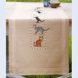 Cats of all colours: tafelloper, voorgedrukt borduurpakket, te borduren in kruissteek