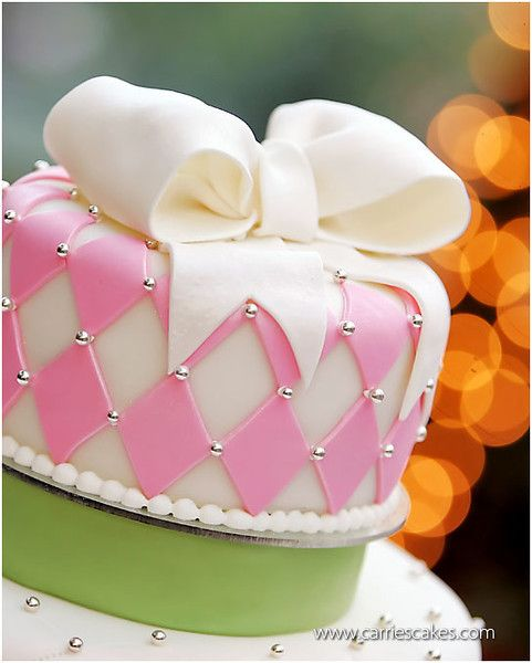 pink diamond wedding cake with bow by carriescakes.com photo by peppernix.com