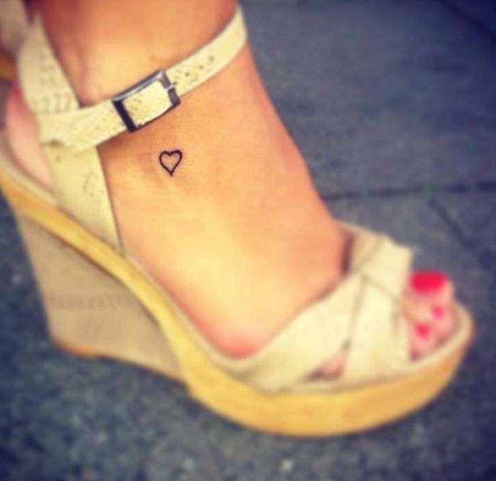 Idee per tatuaggi piccoli e femminili - Cuoricino tatuato sulla caviglia