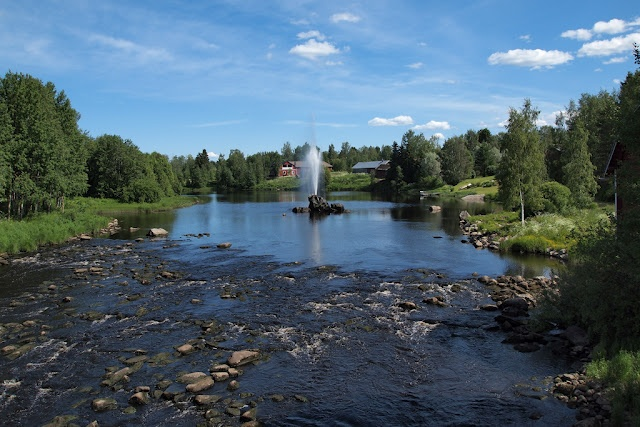Again from Ylistaro, the Kyrönjoki river and a fountain in the middle of it. This is taken from a bridge that goes over the river near the small center of Ylistaro.   Ylistaro was merged into Seinäjoki  in 2009. seinajokidailyphoto.blogspot.com
