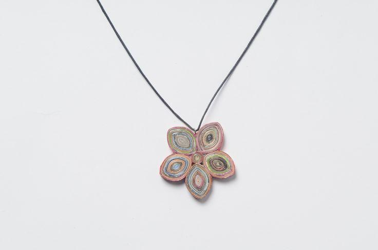 Flower magazine paper necklace (1)