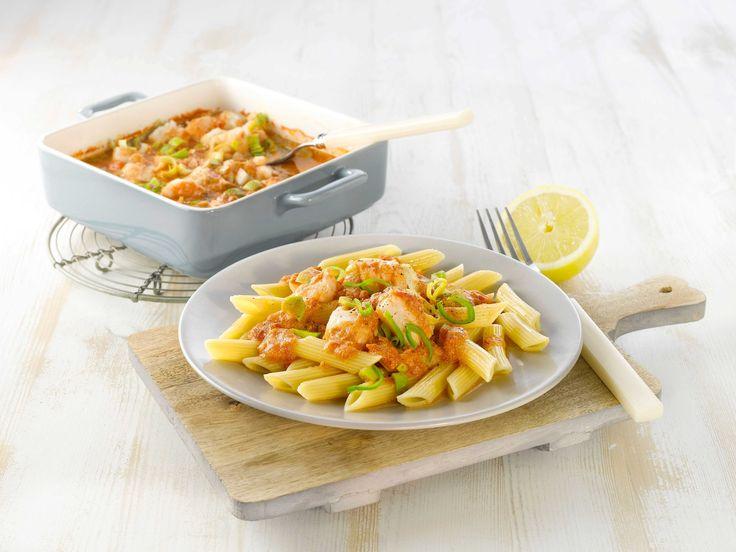Oppskrift på herlig middagsrett i form, med torskefilet, hermetiske tomater, fløte, purre og løk. Etter at formen er satt i ovnen, er det bare å k...