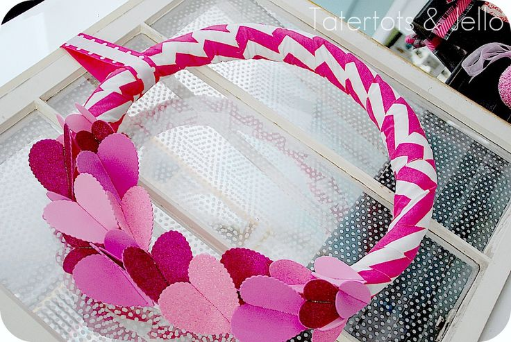 Chevron & Sparkle Wreath (tutorial)Wreaths Tutorials, Valentine'S Day, Valentine Chevron, Heart Romantic, Valentine Day, Sparkle Wreaths, Chevron Wreaths, Wreathsdoor Hanging, Glitter Wreaths