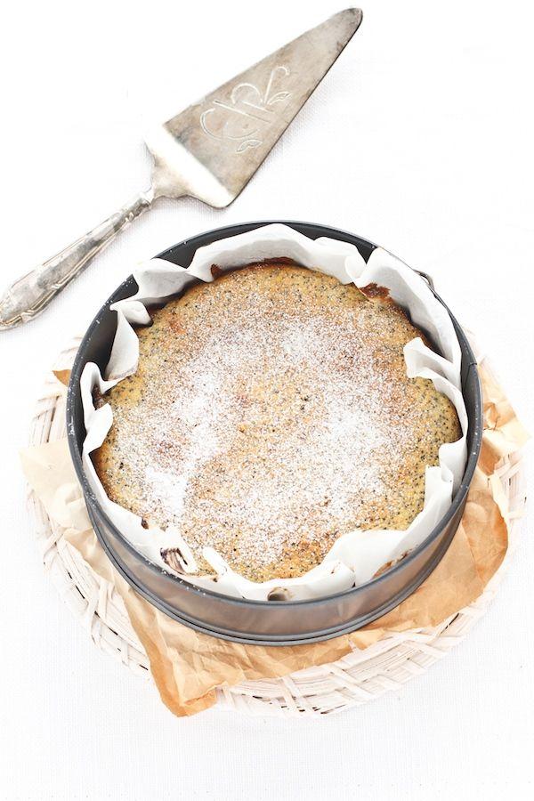 torta di mandorle limOne e semi di papavero