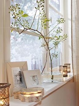 Leuk idee voor inrichting vensterbank. Vitrage ervoor ook gezellig.