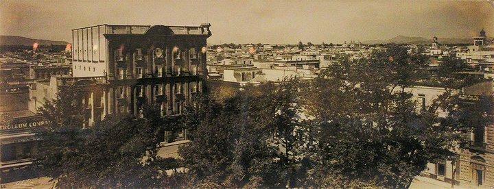 Desaparecido Hotel Francis 1920, cerca del templo de San Francisco, fue el más grande de Guadalajara por un tiempo.