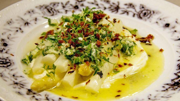 Hvit asparges med ramsløk og sprø laks