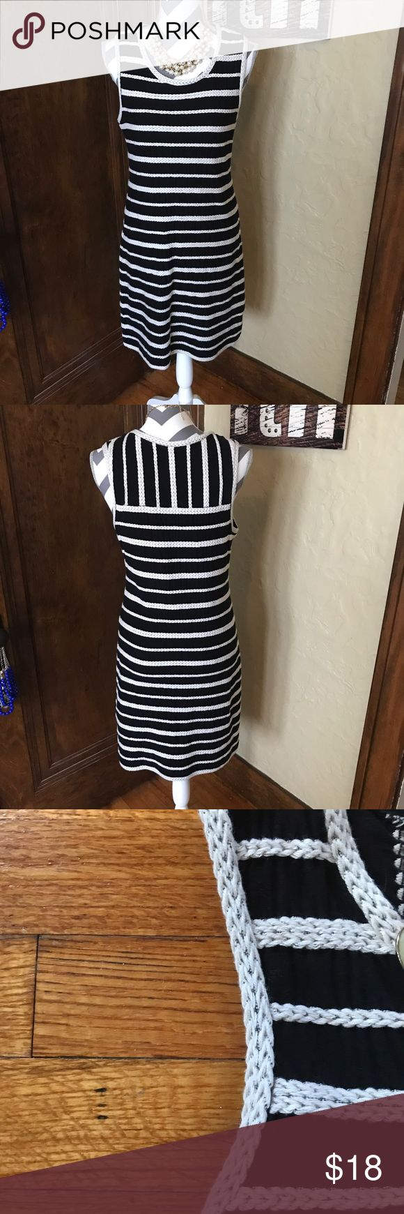 Women's Woven Dress size M Wow! Check this out! It reminds me of something nautical, but you could dress it up with a necklace or down with some Sperry's! It has a rib/rope like knot around the bodice. It is stretchy and form fitting! [No trades. No modeling] Dresses Mini
