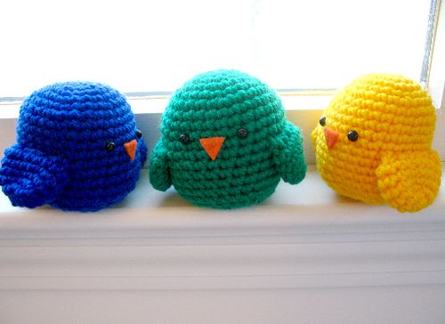 Free pattern, these would be cute in the kids Easter baskets as a filler ;) I think I will crochet the eyes and beak too though.