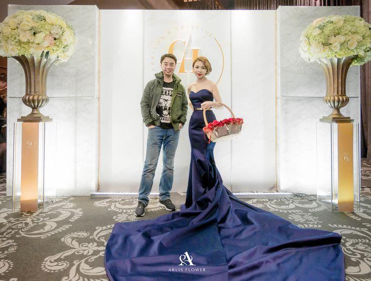 終於學會我老婆這招,拍照腳會變長喔 美美的金色背板  想看更多精彩的婚禮佈置嗎? 快來官網 瞧瞧哦~ http://www.arlis.tw/ 關注最新的粉絲動態~ https://www.facebook.com/arlisflower/ 一起按讚!  #婚禮佈置 #婚禮背板 #婚顧推薦 #婚佈價格 #戶外婚禮 #教堂 #教堂婚禮 #wedding #婚禮籌備 #婚禮顧問  #kevin隨手側拍