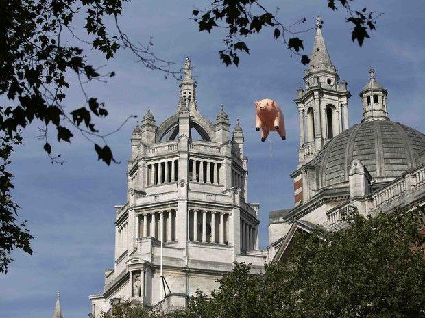 Pink Floyd é tema de exposição com 'porco voador' e prismas em Londres