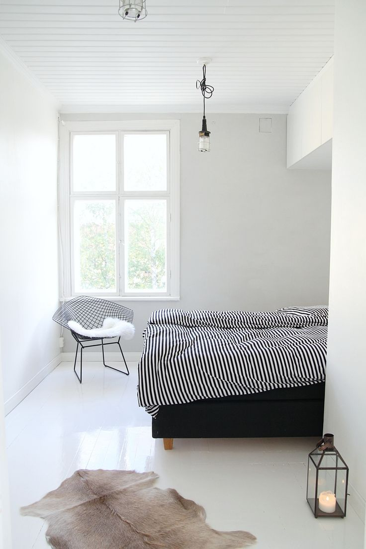 Soothing minimalist bedrooms for a simple life for Simple minimalist bedroom