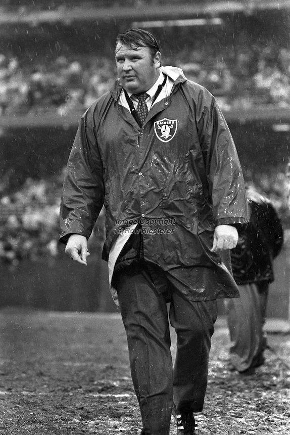 oakland raiders 1974 | Oakland Raider coach John Madden in the rain..(1974 photo by Ron ...