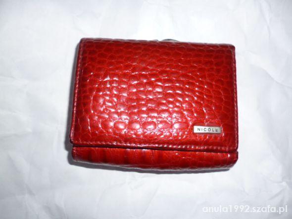 Czerwony elegancki portfel Cena: 15,00 zł #portmonetka #nowyportfel #fajnyportfel #czerwoneportfele