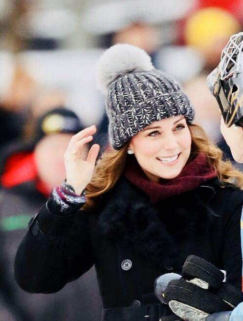 The Duchess of Cambridge looks so happy as she plays bandy on the ice in Sweden | 30.1.2018