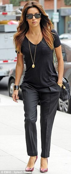 Fall #streetstyle | Eva Longoria in all black outfit with pink snakeskin pumps | best stuff