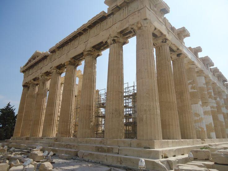 """A Acrópole de Atenas, é a primeira imagem que muitas pessoas associam quando pensam na Grécia. Sendo assim, esse que é um dos ícones do país, é também um dos locais mais visitados do mundo e a principal atração turística da capital grega. Com templos magníficos e de importânciamilenar na arquitetura ocidental, a Acrópole é...<br /><a class=""""more-link"""" href=""""https://viagem.catracalivre.com.br/brasil/viagem-acessivel/indicacao/um-passeio-pela-acropole-de-atenas/"""">Continue lendo »</a>"""