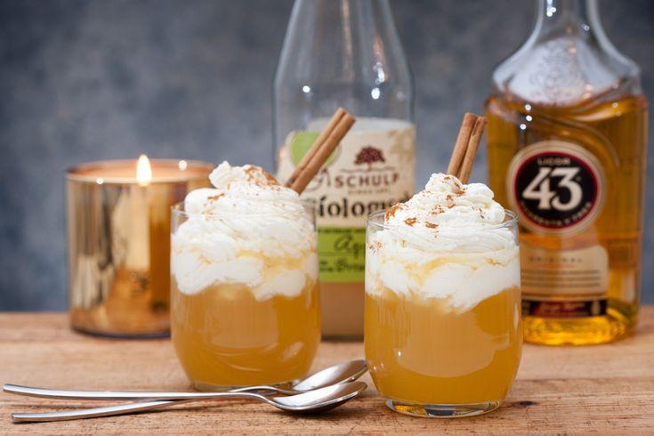 Nu is appelsap erg lekker, maar een cocktail met appelsap is nog lekkerder. Daarom deze hot cocktail met appelsap, cuarenta y tres, slagroom en kaneel!
