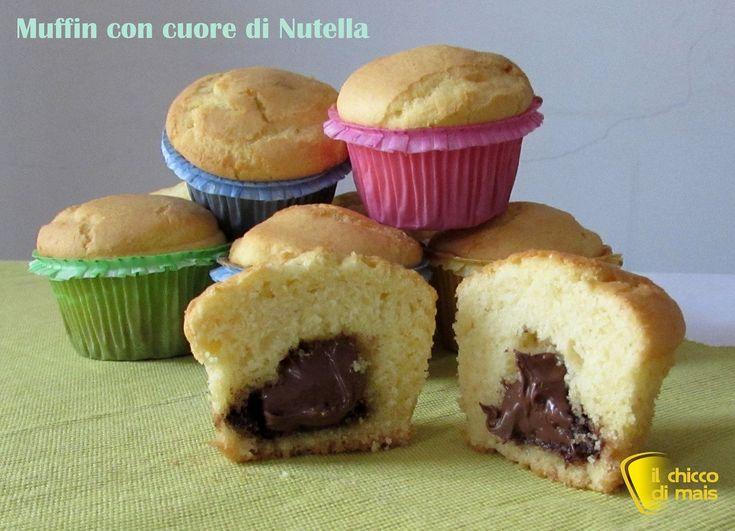 Muffin con cuore di nutella (ricetta colazione). Ricetta facile dei muffin con cuore morbido alla nutella (anche senza glutine) per colazione e merenda