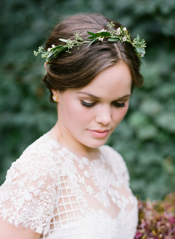 Flower Crown Diy 4 Easy Steps To A Beautiful Flower Crown Chic Vintage Brides Flower Crown Bride Crown Hairstyles Flower Crown Bridesmaid