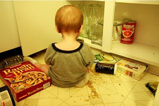 *MyFrugalBabyTips.com: Kitchen Help*  -- Entertain baby in the kitchen by filling the bottom drawer in the kitchen with safe plastic containers, kitchen tools...  Read more: http://www.myfrugalbabytips.com/2012/07/toys-kitchen-help.html