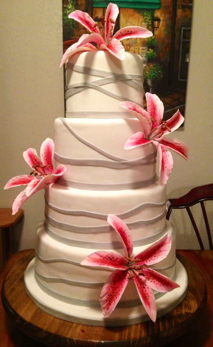 Tiger Lilies Wedding Cakes