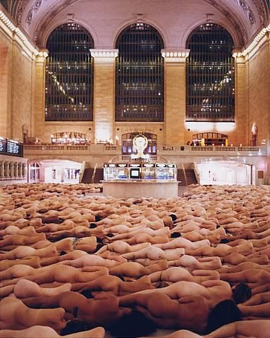 Spencer Tunick, New York 1 (Grand Central) 2003