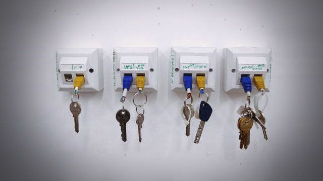 Plug your keys into the wall with a homemade Ethernet key chain and wall dock.Keys Racks, Geek, Ideas, Key Holders, Keys Holders, Diy, Keys Chains, Keychains, Crafts
