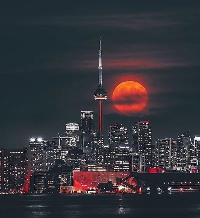 Super Moon in Toronto By @bora.vs.bora #TravelAwesome #pic #sun #lovetotravel #instagood #openmyworld #beautiful #travel #holiday #roamtheplanet #dametraveler #igtravel #wanderlust #lovetravelling #instatravel #picoftheday #countryside #travelingram #traveling #globe #traveladdict #instatraveling #weather #travelfar #world #lp #beautifuldestinations #doyoutravel #stunning #vacation