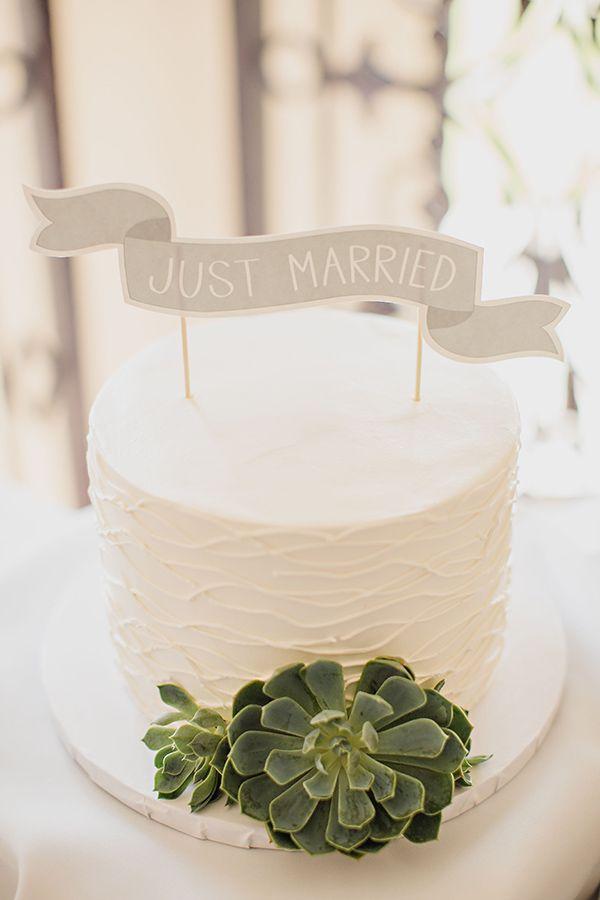 simple succulant white cake from #kingshawaiian #whitecake #simplysweet http://www.weddingchicks.com/2013/11/13/citrus-inspired-wedding/