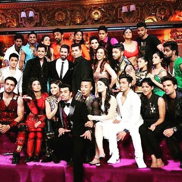 Most awaited show of the year. Stay home, leave everything & watch #jhalakreloaded  Manish Paul, Ganesh Hegde & Shahid Kapoor are ready to rock your weekend ! 🎊🎉 The contestants set the stage on fire🔥🔥🔥 0900 pm tonight on colors tv let the fun begin 👏💃💃💃 #jhalakdikhlajaa #jdj #danceshow #shahidkapoor #ganeshhegde #manishpaul #colorstv #jhalakdikhlajaa8 #indiandanceshow #bollywood #kavitakaushik #laurengottlieb #karanjohar #dancewiththestars