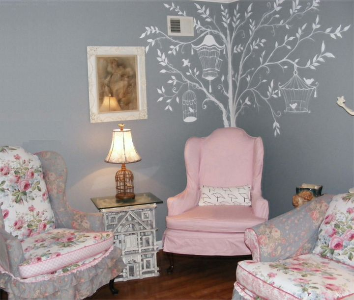 Bev's Pink and Print sheet set 01 ~ love the artwork painted on her walls.