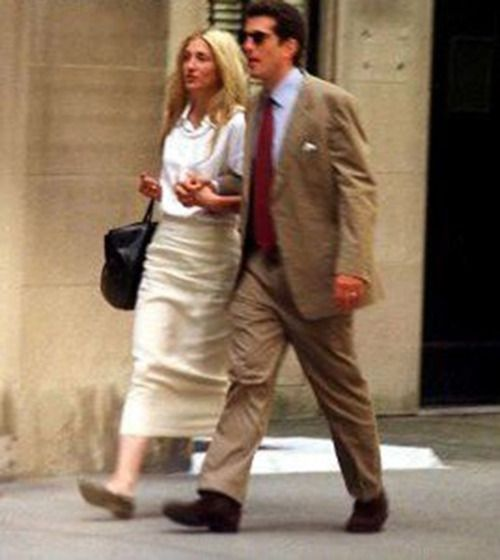 Carolyn Bessette Kennedy in Gap khaki skirt. I have this skirt but it doesn't look nearly as good on me....