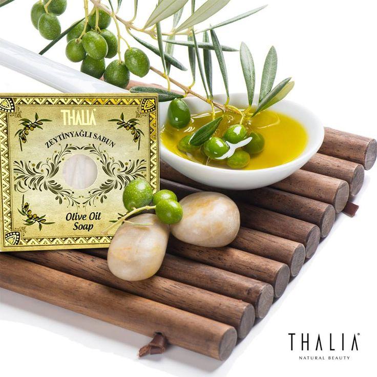 Thalia Doğal Zeytinyağı sabunu içerdiği bitkisel yağlar ve E, D, K, vitaminleri açısından zenginliği sayesinde vücut, yüz ve saç temizliğinde güvenle kullanabileceğiniz doğal bir üründür. Ürünü www.thalia.com.tr üzerinden sipariş verebilirsiniz. #sabun #doğal #bakım #vücut #banyo #vücutbakım #parabeniçermez #thalia #zetinyağı #zeytinyağlısabun #elbakım #vücutsabun #katısabun #thaliasabun #yüzsabunu #sabunlar