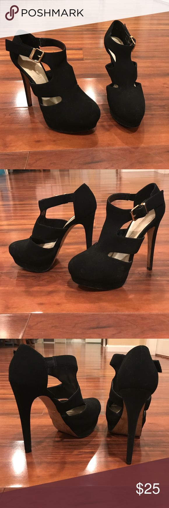 Black ALDO heels Buckles on the sides, closed toed, two openings on each side! Aldo Shoes Platforms