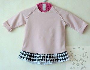 Dziecięca bluza dresowa jasny róż z ozdobną falbaną w monochromatyczne romby.  92% bawełna 8% elastan  dzianina dresowa jasny róż   falbana dzianina dresowa w czarno - białe romby