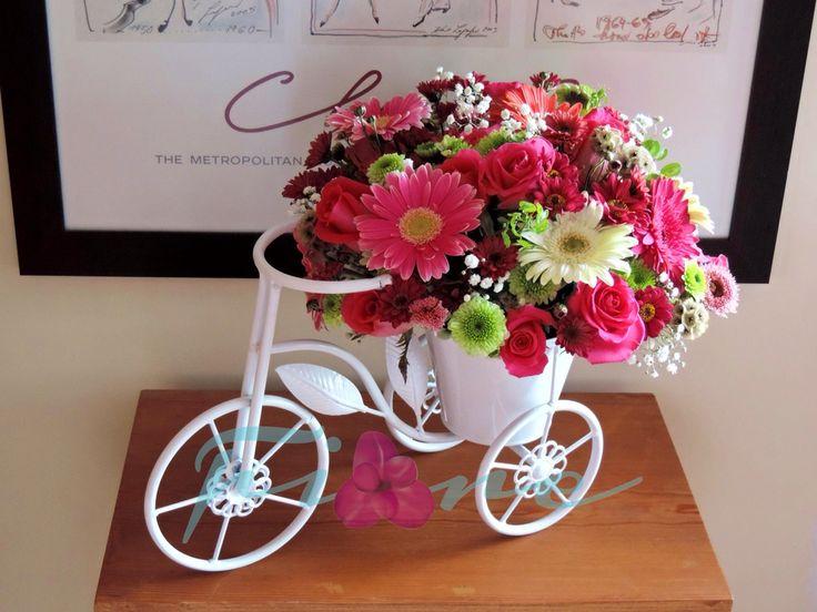 Hermoso diseño en rosas y garberas