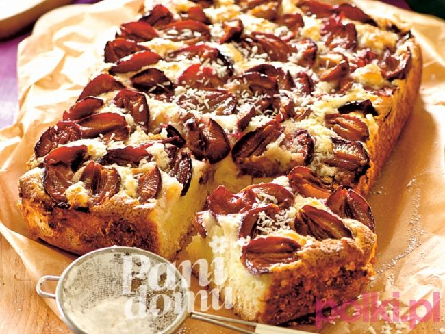 Placek drożdżowy ze śliwkami - przepis na idealne ciasto drożdżowe z dodatkiem śliwek, które zachwyci smakiem ciebie i twoją rodzinę!
