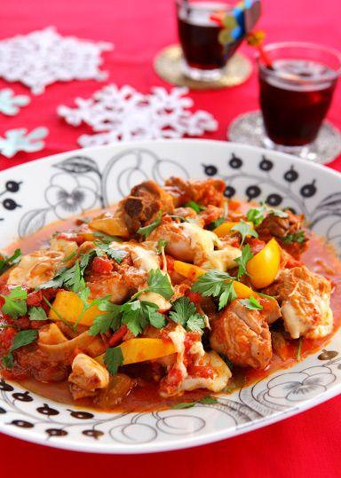 チキンのトマト煮込み とろ~りチーズのせ のレシピ・作り方 │ABC ... 骨付き鶏もも肉も圧力なべを使えば、骨からホロっと肉がほぐれるほどやらかく仕上がります。 トマトの酸味と甘みが生きた寒い季節にぴったりの煮込み料理。