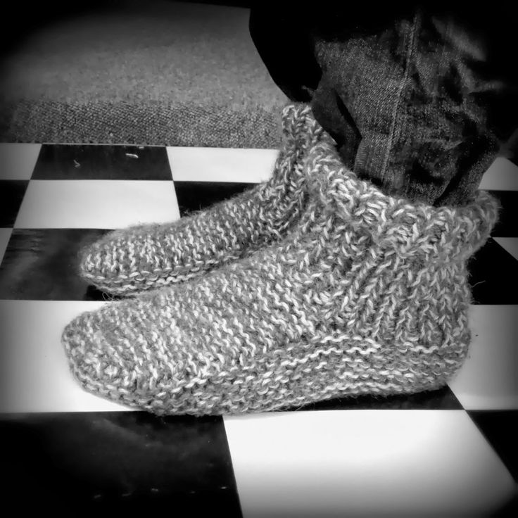 fais le avec tes mains chaussons en tricot pour adultes vid o explicative chaussons. Black Bedroom Furniture Sets. Home Design Ideas