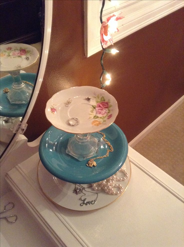 Diy jewelry organizer using plates and candle sticks from for Room decor jewelry holder