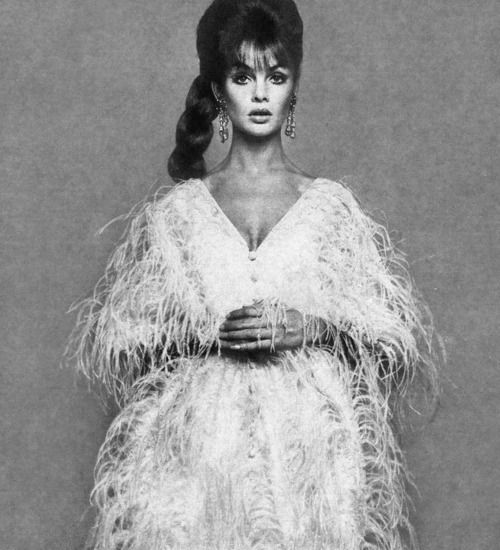 Jean Shrimpton by Richard Avedon for Harper's Bazaar, 1965.  via http://theswinginsixties.tumblr.com/post/25094785445/books-photography-designer-fashion-clothes-internet-shop