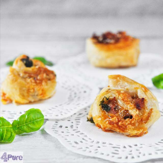 Bladerdeeghapje met kaas - puff pastry appetizer with cheese - 4pure.nl !