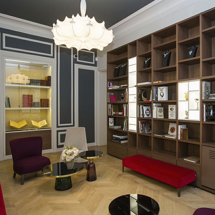 L'ECOLE Van Cleef & Arpels new location at 22 place Vendôme - Bibliotheque. A place to settle down with a classmate or your professor for a good chat and discovery of a new book.