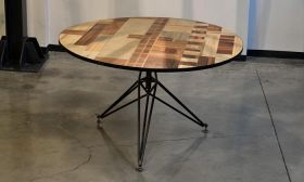 Monoscope - Round table Round table made entirely from recycled materials. Very particular for its mosaic plan, which incorporates the monoscope RAI and the iron structure shaped tetrahedron that supports it. #artigianato #madeinitaly #tavolo #table