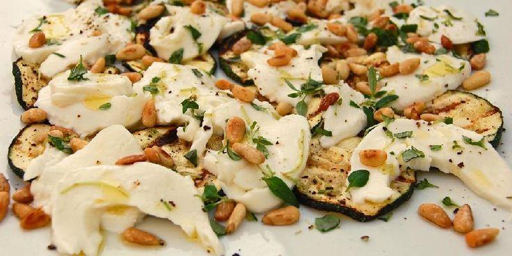 Tilbehør til grillmaten; squash med mozzarella