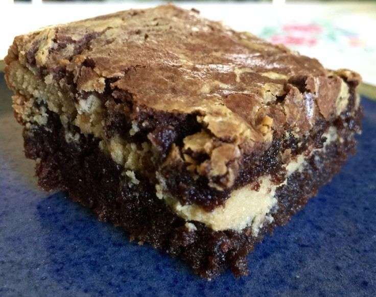 Cookie Butter Cheesecake Brownie Sandwiches This is the BEST brownie I have ever eaten -- and trust me, I have eaten A LOT of brownies!! Fudge, dense, moist & then on the the cookie butter cheesecake - oh wow, heavenly – Food for a Year: #brownies #cheesecake #chocolate