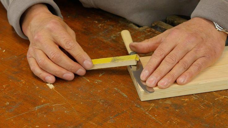 Slijp messen scherp met schuurpapier
